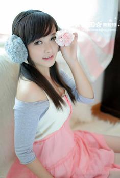 美女模特黄雅知清纯靓丽写真