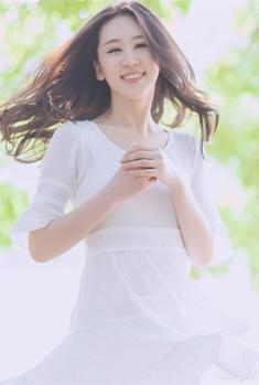 白裙清纯美女写真