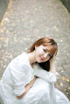 白纱长裙 精致美女