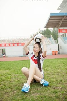 清纯校园女孩热爱世界杯