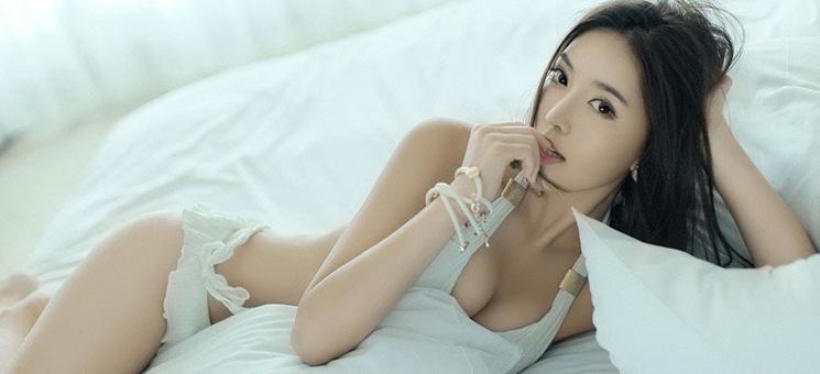 性感苗条女模火辣激情